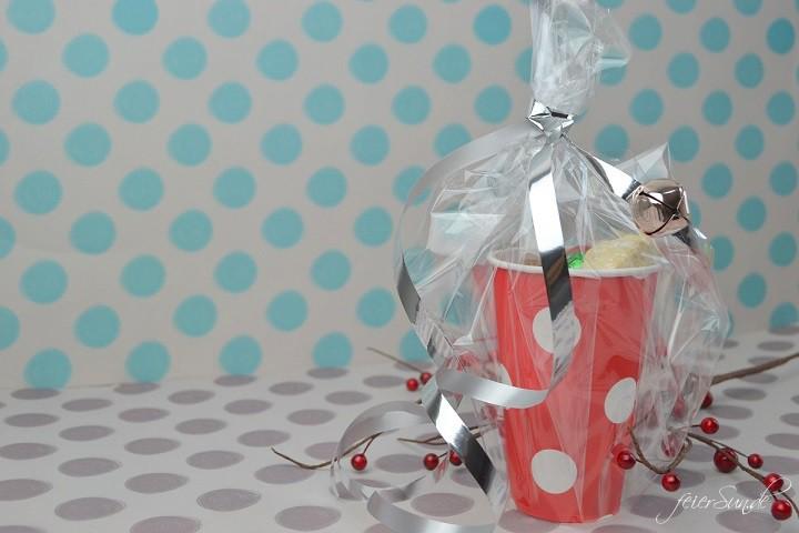 Geschenkebecher - Plaetzchen gut verpackt ergebnis verpüackt rot re