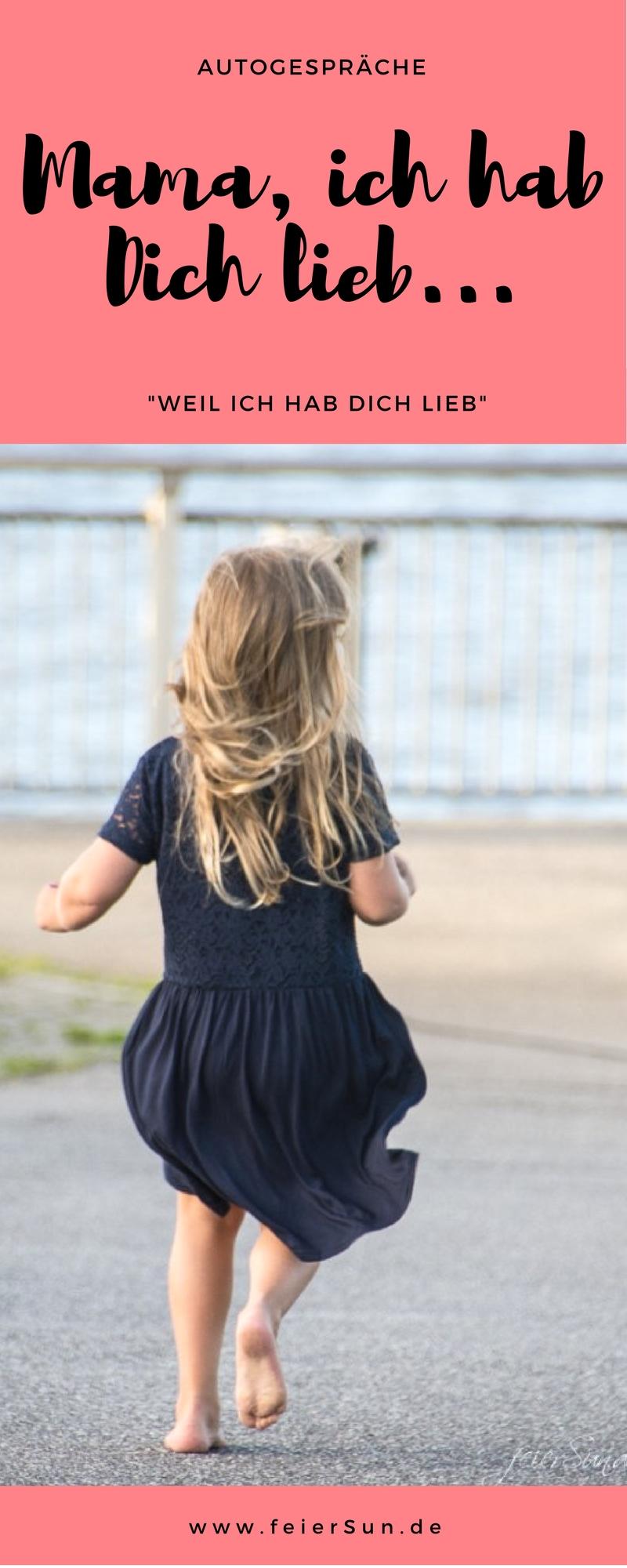 Mädchen rennt mit wehenden haaren und wehendem Kleid einen weg entlang.