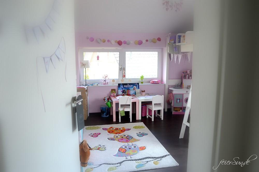 Mädchenzimmer der Blick durch die Tür