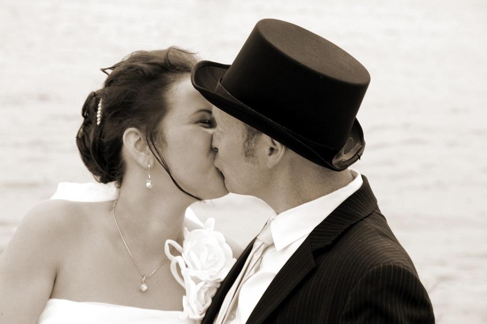 Hochzeitstag unser Kuss am Strand - nach drei Jahren Ehe denke ich an unsere Hochzeit und die kommenden Hochzeitatage
