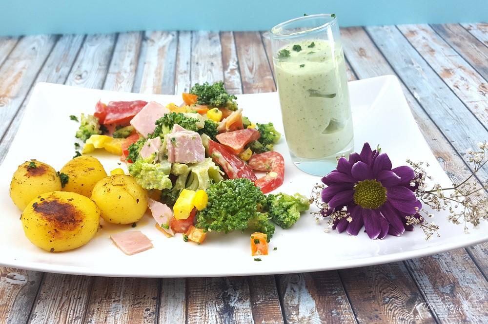 Brokkolisalat mit Rosmarinkartoffeln_Sommersalt_ein leckerer Salt für den Sommer_Brokkoli als Salat schmeckt super lecker Ergebnis