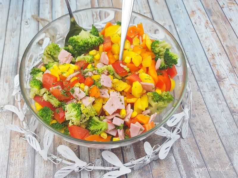 Brokkolisalat mit Rosmarinkartoffeln_Sommersalt_ein leckerer Salt für den Sommer_Brokkoli als Salat schmeckt super lecker Salat