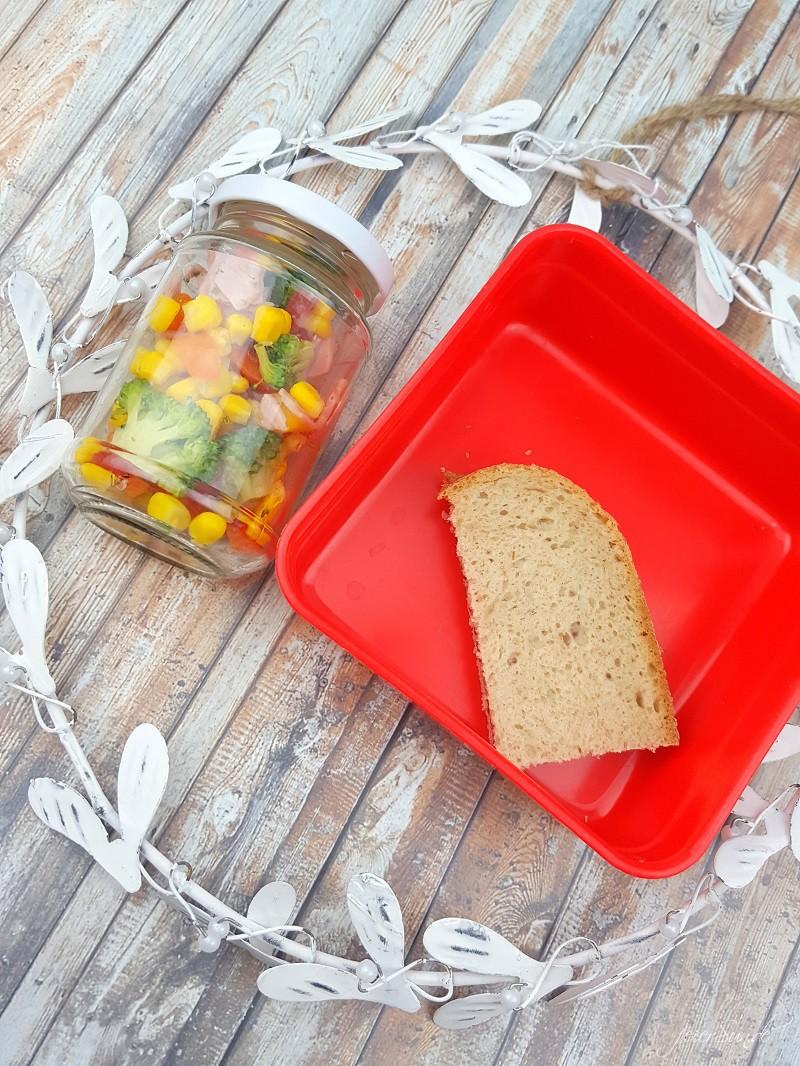 Brokkolisalat mit Rosmarinkartoffeln_Sommersalt_ein leckerer Salt für den Sommer_Brokkoli als Salat schmeckt super lecker_Kindergartenfruehstueck