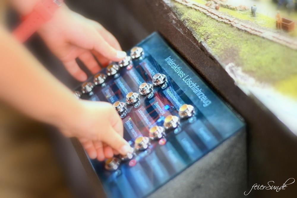 Miniatur Wunderland - Kleine grosse Welt Grosse-Welt ganz-klein_folge-uns-ins-Modellland-Hamburg-mit-Interaktion-