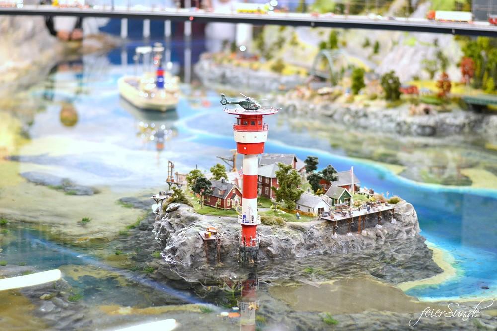 Miniatur Wunderland - Kleine grosse Welt - Grosse Welt ganz-klein_folge-uns-ins-Modellland-Hamburg_Wasserwelt_Leuchtturm