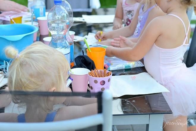 kleine Ballerinas wenn-kleine-ballerinas-geburtstag-feiern_kindergeburtstag-maedchengeburtstag_draussen