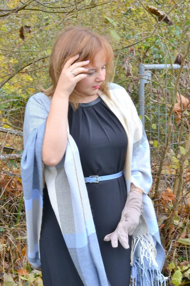 Kleid mit Poncho - Alte Liebe neu entdeckt schick im Alltag neue-Liebe-mit-Handschuhen