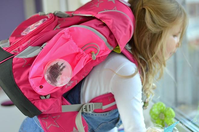 Auf dem Schulweg sicher. Die richtige Auswahl des Schulranzen & unseren 5 Tipps zur Sicherheit auf dem Weg in die Schule, inkl. Entscheidung.