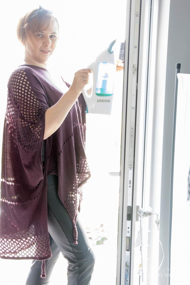 Den Frühjahrsputz mache ich in diesem Jahr mit dem Fenstersauger Dry&Clean von Leifheit. Schnelle Oberflächenreinigung Quick&Clean. So brauchen wir das in unserem Alltag zwischen Familie, Job und Lifestyle. Auch für das Bad super-Oberflächenreinigung auf alle glatten Flächen. Saubere Fenster ohne Schmerzen