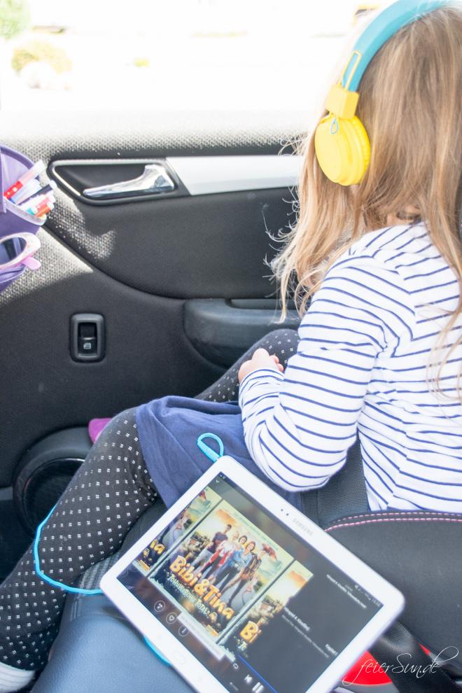 Reisen mit Kind - Streamen geht nun auch für die Ohren. Mit Deezer Family gibt es 43 Millionen Tracks und tausenden Hörbücher bis die Ohren der Familie glühen.