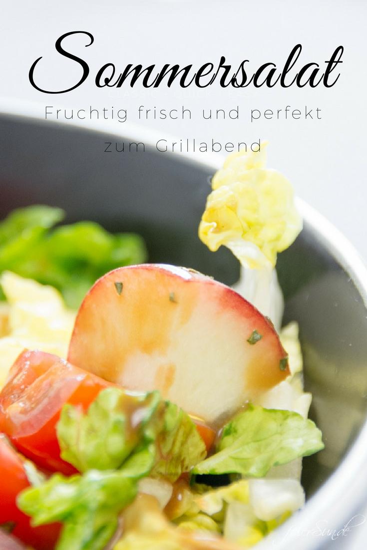 feierSun.de zeigt den perfekten Sommersalat. Er ist ist bunt, lecker & passend für die GrillSaison. Fruchtig, frisch mit Pfirsichen, Cocktailtomaten & süßen Kürbiskerne. feierSun.de I Familienleben - Lifestyle - Herz