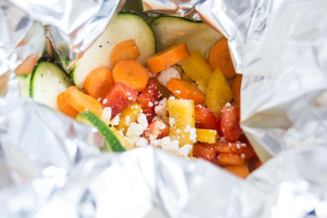 feierSun.de zeigt heute, wie man Gemüse in das Kind bekommt. In dem man es in bunte GemüsePäckchen steckt. Kochen mit Kindern. Lebensmittel erleben. Päckchen packen. feierSun.de I Familienleben - Lifestyle - Herz