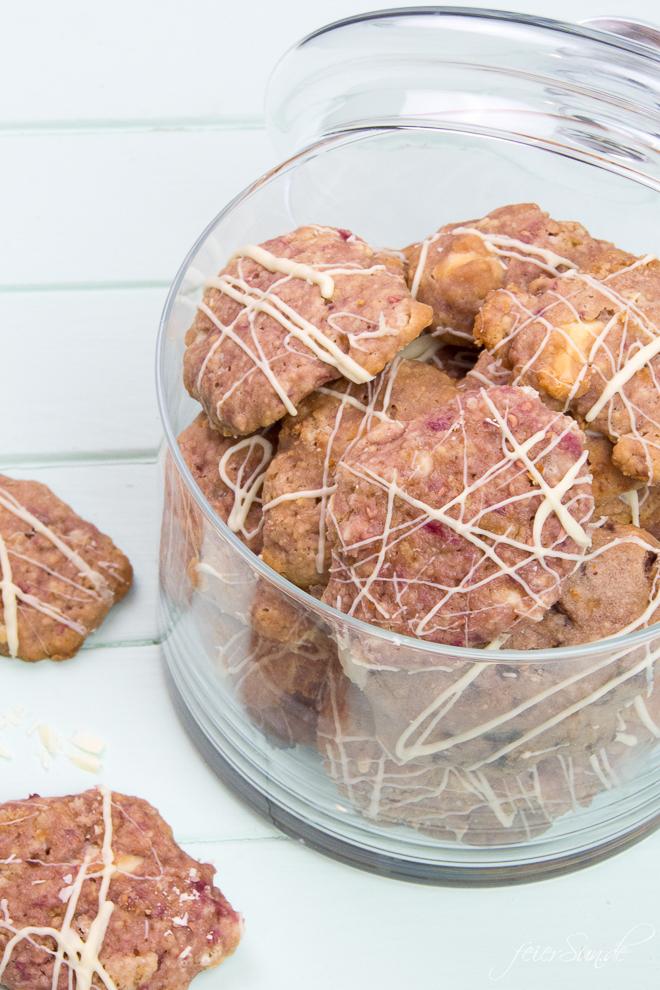 Auf feierSun.de gibt es sommerliche und leckere Himbeer Cookies mit (weißer) Schokolade. Ein sommerlich frisches Rezept auf feierSun.de - Familienleben - Lifestyle - Herz