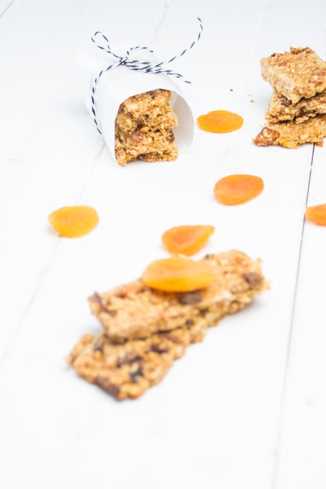 Auf feierSun.de zeige ich Dir, wie einfach Du MüSLiRiEgEl selber machen kannst. Außerdem hab ich spannende Infos über getrocknete Aprikosen den Vitaminbomben inklusive dem leckeren #Rezept für Aprikosen-Orangen-#MüsliRiegel für Schule und Arbeit