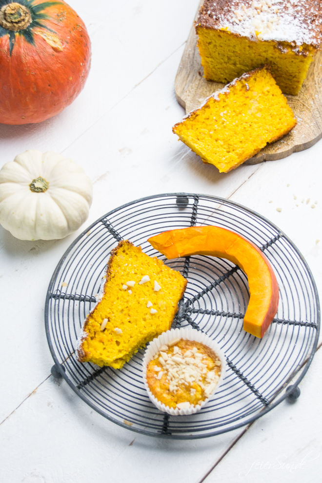 Der Herbst hat viele schöne Seiten. Auf feierSun.de gibt es ein #Rezept für KüRbiSkUChEn mit Mandeln und fast ganz ohne Mehl. Saftig, #lecker & #saisonal. #Kuchen und #Muffins und #Herbst auf feierSun.de