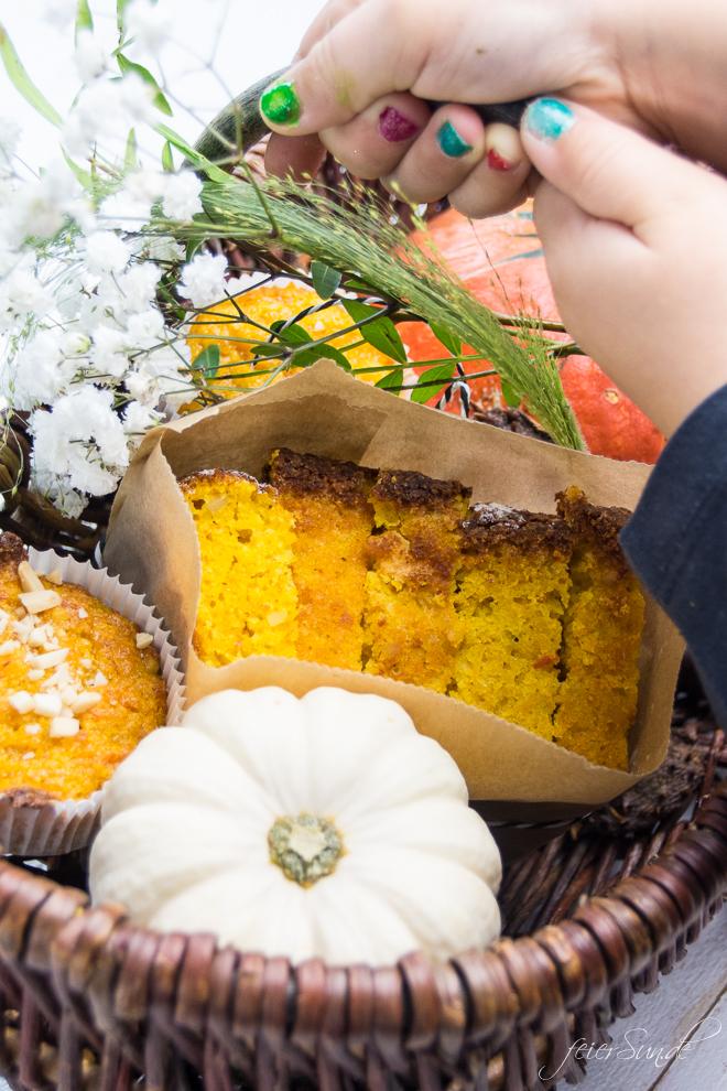 Der Herbst hat viele schöne Seiten. Auf feierSun.de gibt es ein #Rezept für KüRbiSkUChEn mit Mandeln und fast ganz ohne Mehl. Saftig, #lecker & #saisonal. #Kuchen und #Herbst auf feierSun.de Mitbringsel z.B. in Wochenbett