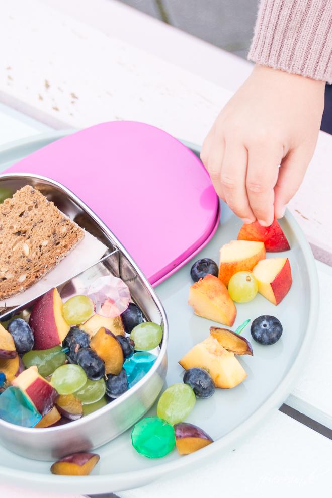 Du brauchst Inspiration dafür, was Du dem Kind in die #Lunchbox packst, damit es den Inhalt der #Brotdose auch isst? Dann hab ich hier viele Ideen, die auch wirklich gegessen werden. Das kommt bei uns rein und so isst auch Dein Kind seine #Brotbox leer! #Schule #KiGa #Kindergarten #gesundesEssen #Frühstück auf feierSun.de von meiner Tochter getestet
