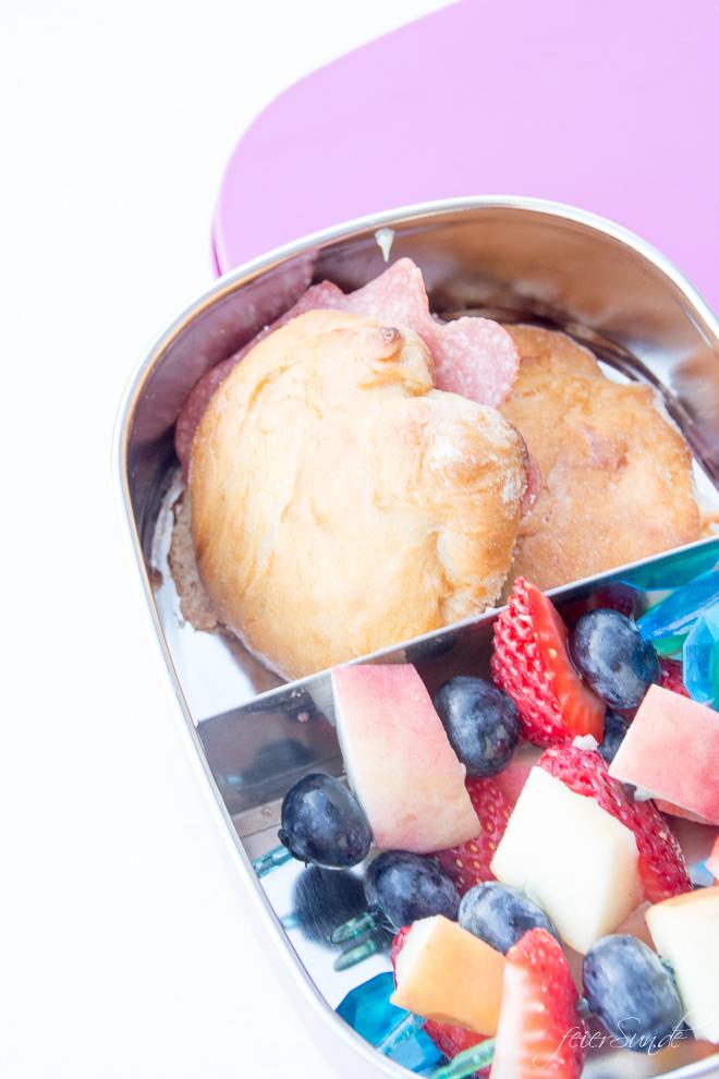 Du brauchst leckere Inspiration dafür, was Du dem Kind in die #Lunchbox packst, damit es den Inhalt der #Brotdose auch isst? Dann hab ich hier viele Ideen, die auch wirklich gegessen werden. Das kommt bei uns rein und so isst auch Dein Kind seine #Brotbox leer! #Schule #KiGa #Kindergarten #gesundesEssen #Frühstück auf feierSun.de