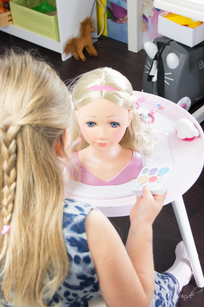 Der Spielspaß für kleine Nachwuchs-Stylistinnen und das perfekte Geschenk ist die BABY born® Sister Styling. Ein Frisierkopf und Puppenkopf von Zapf Creation // #Geschenkidee auf feierSun.de