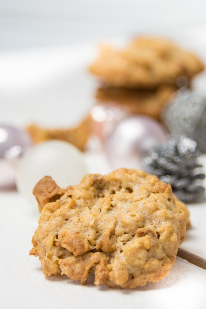Aus meiner Weihnachtsbäckerei: Mein einfaches Cookies Rezept für feine und leckere Apfel-Karamell-Cookies und Gedanken über das Backen mit Kind // #feierSun #Backen #Weihnachten #Cookies #BackenmitKindern