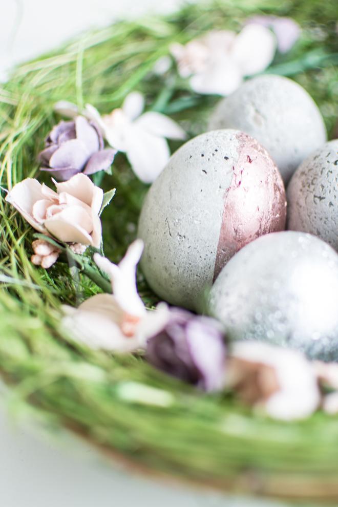 Moderne Osterdekoration aus Beton: Betoneier als ausgefallen Dekoration für den Frühling und Ostern. Basteln mit Beton ist ganz einfach und macht Freude. Osterdekoration einfach selber machen. Für Ostern basteln mit Kindern. Osterbasteln. Basteln für Ostern. Ostergeschenk. DIY Bastelanleitung. DiY | #feierSun #feierSunDiY #basteln #Ostern #Frühling #Springdeko #Spring #Beton