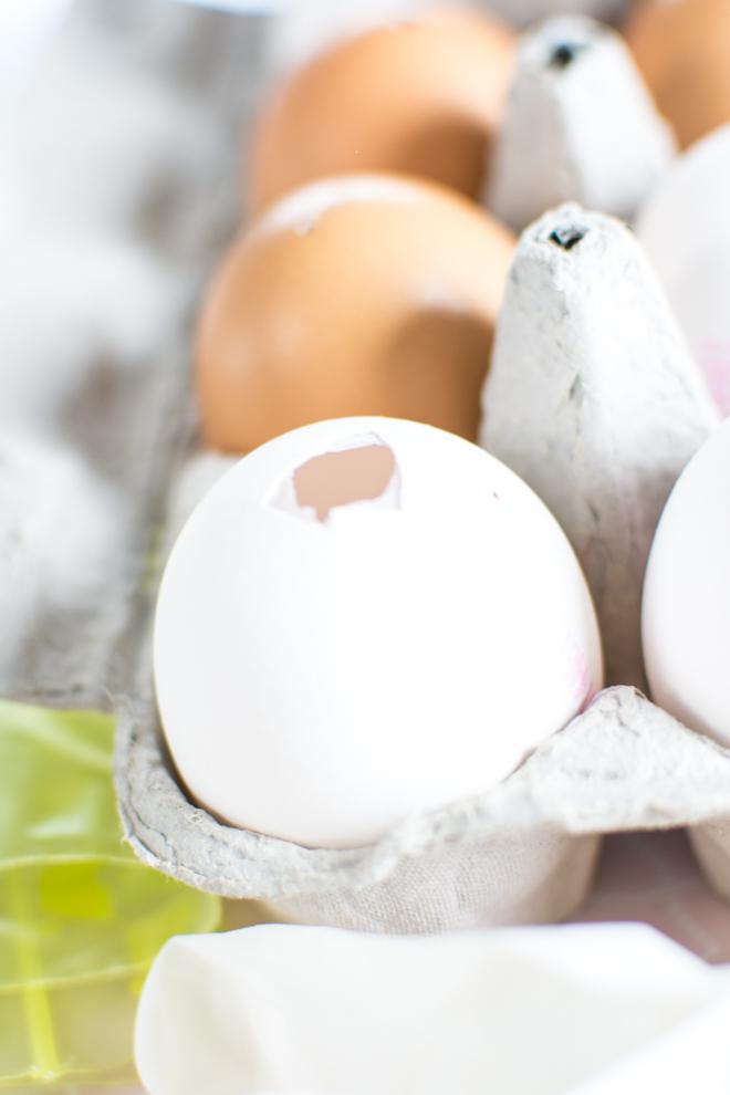 Moderne Osterdekoration aus Beton: Betoneier als ausgefallen Dekoration für den Frühling und Ostern. Basteln mit Beton ist ganz einfach und macht Freude. Osterdekoration einfach selber machen. Für Ostern basteln mit Kindern. Osterbasteln. Basteln für Ostern. Ostergeschenk. DIY Bastelanleitung. DiY | #feierSun #feierSunDiY #basteln #Ostern #Frühling #Springdeko #Spring #ausgeblaseneeier