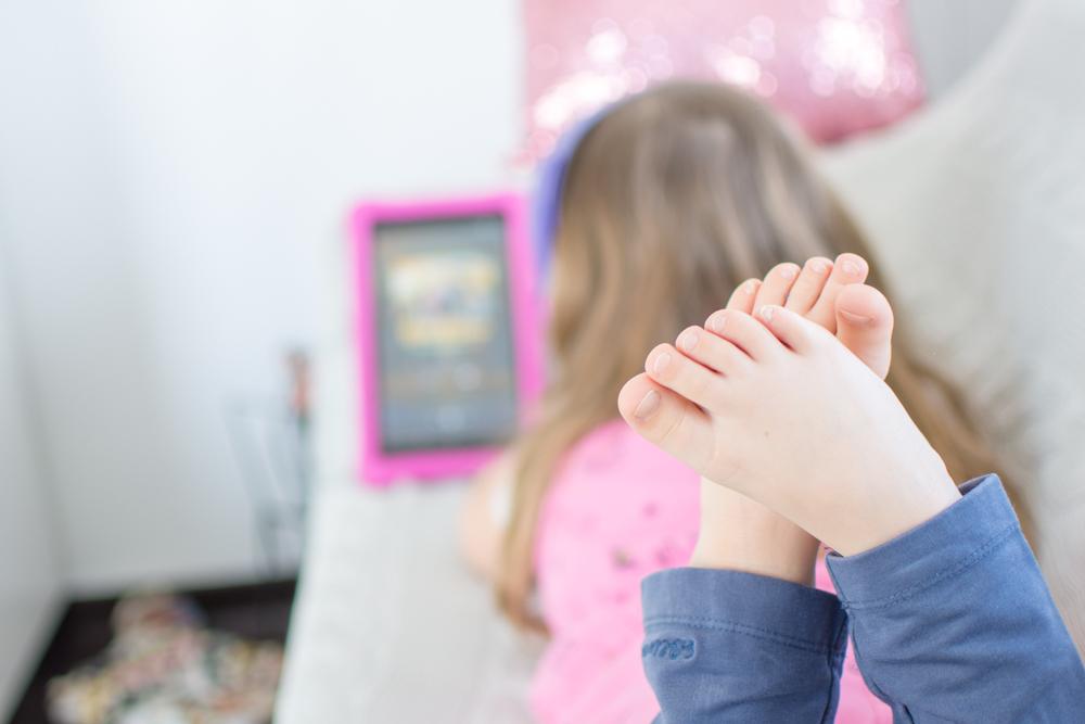 Mit Deezer Family kommst du trotz Ferien im Home Office zum Arbeiten und hast dabei sogar noch ein unterhaltendes Kind. Ich arbeite mit Deezer meinem persönlicher Streamingdienst für Musik, Hörbücher, Hörspiele, Podcasts und mehr. Home Offie mit Kind im Haus und etwas spannendes auf den Ohren. | #feierSun #Familienleben #feierSunFamily #Deezer #Anzeige #Streamingdienst #Musik #hörspiel