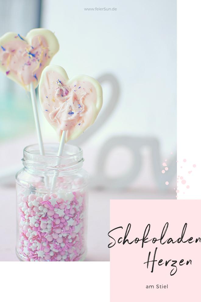 Love | Ein Herz aus Schokolade ist eine tolle Aufmerksamkeit. Nicht nur zum Muttertag oder Valentinstag schmecken Schoko-Herzen am Stiel Geschenktipp zum Muttertag. Schokolade am Stiel. Muttertagsgeschenk - Schokoherzen. Leckere Schokolade. Vegan. VOllmilch. Weiße Schokolade. Streusel. SuperStreusel. Super geschenkidee. Blit DiY | #feierSun #feierSunFood #feierSunDiY