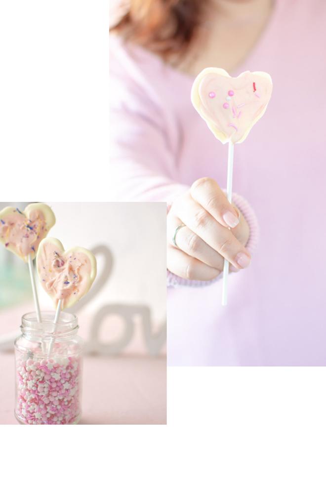Ich schenk dir mein Herz | mEin Herz aus Schokolade ist eine tolle Aufmerksamkeit. Nicht nur zum Muttertag oder Valentinstag schmecken Schoko-Herzen am Stiel Geschenktipp zum Muttertag. Schokolade am Stiel. Muttertagsgeschenk - Schokoherzen. Leckere Schokolade. Vegan. VOllmilch. Weiße Schokolade. Streusel. SuperStreusel. Super geschenkidee. Blit DiY | #feierSun #feierSunFood #feierSunDiY