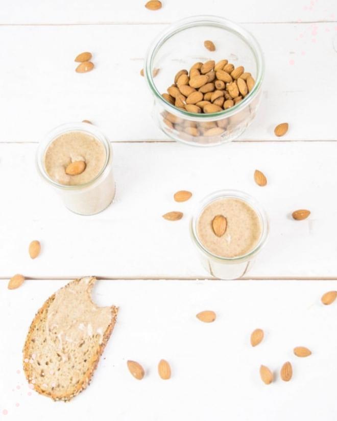 Selbermachen statt kaufen - gesund, lecker, vegan und sogar ohne unnötige Zusatzstoffe. Mandelmus bzw. Mandelbutter einfach selber machen. #feierSun #feierSunFood