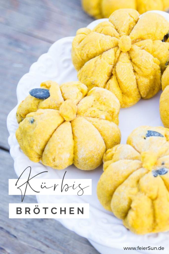 Ein Rezept für einfache #KüRBiSbRötCheN ganz im Design des Herbstes & perfekt für den #Halloween #SweetTable? Dann schau auf feierSun.de vorbei und lass Dich von meinem Kürbisbrötchen #Rezept inspirieren.