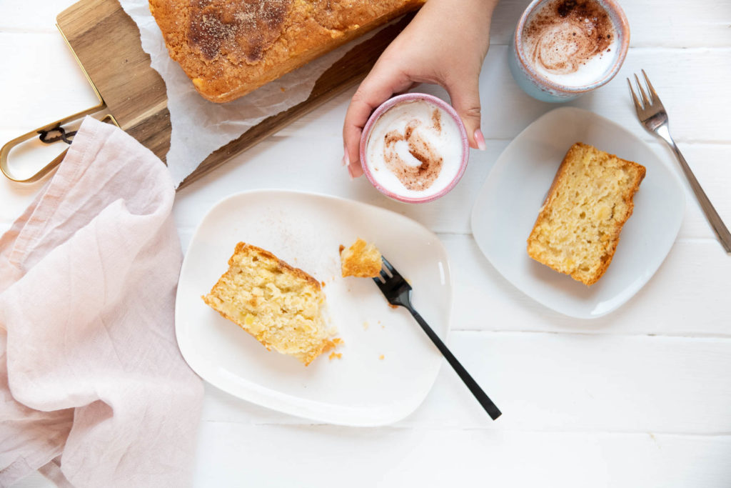 So gelingt dir mein Rezept für ApfelRührkuchen. Saftig, fluffig und frei von Milch aber garantiert superlecker. #feierSun #Apfelrührkuchen #Rührkuchen #apfelkuchen